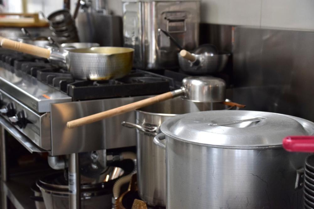 スープを炊く厨房